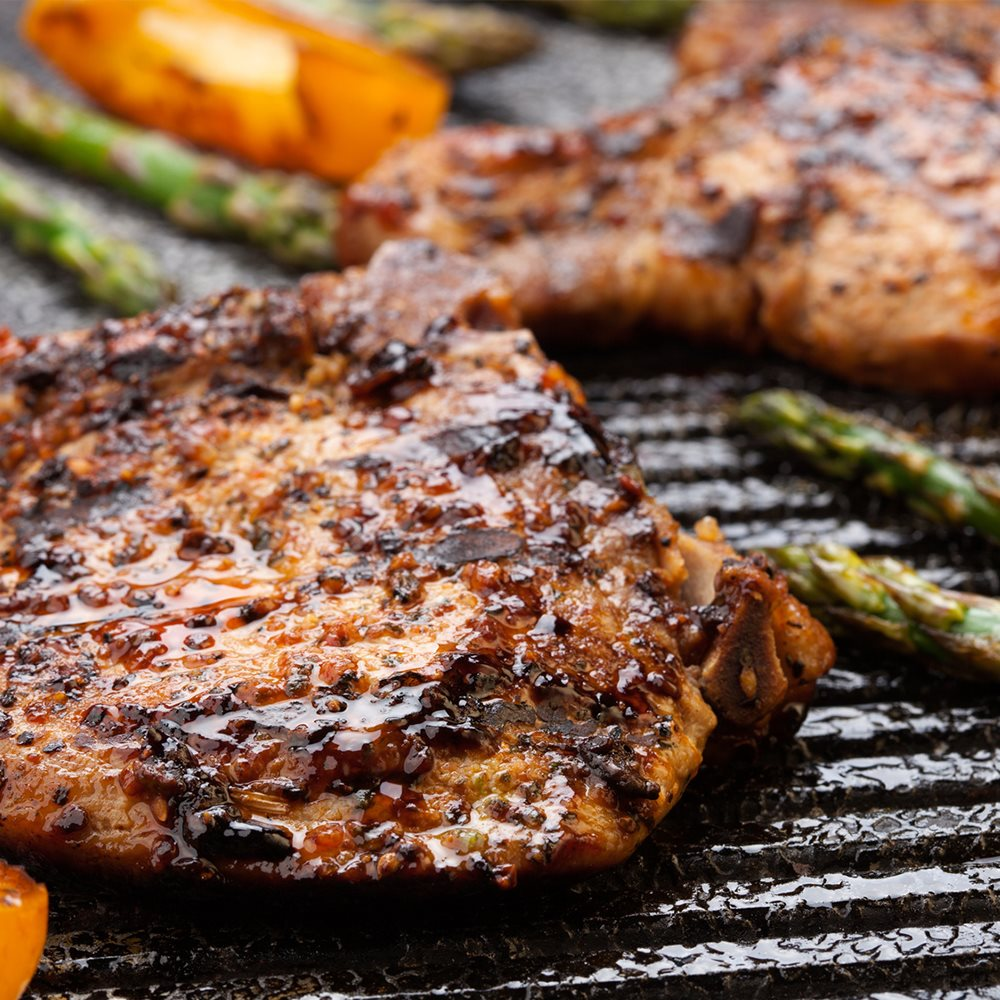 barbecue-les-cotelettes-de-porcs-saumurees-fumees