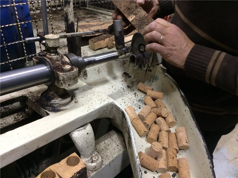 fabrication-des-bouchons-en-liege-pour-le-vin