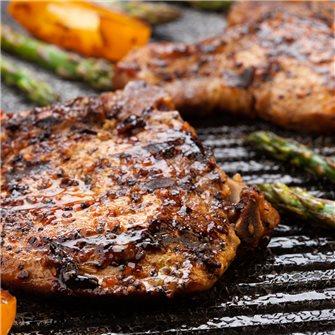 Barbecue: les côtelettes de porcs saumurées, fumées